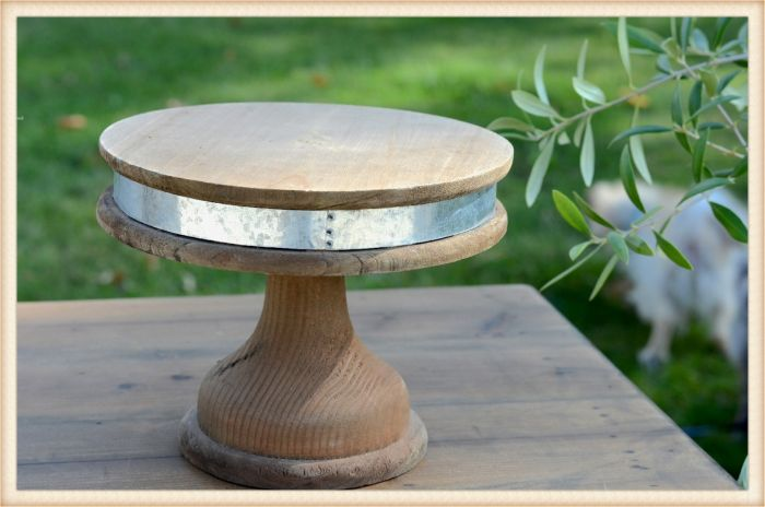small banded pedestal