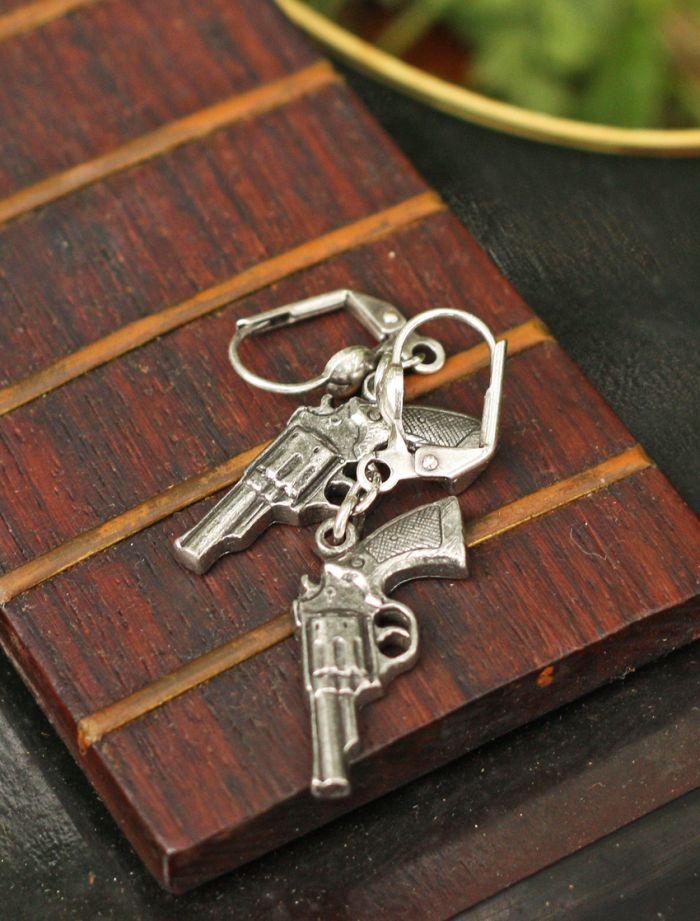la pistola earrings