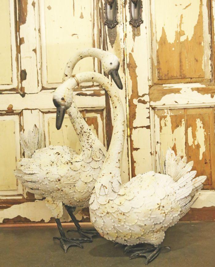 Vintage-styled Metal swans