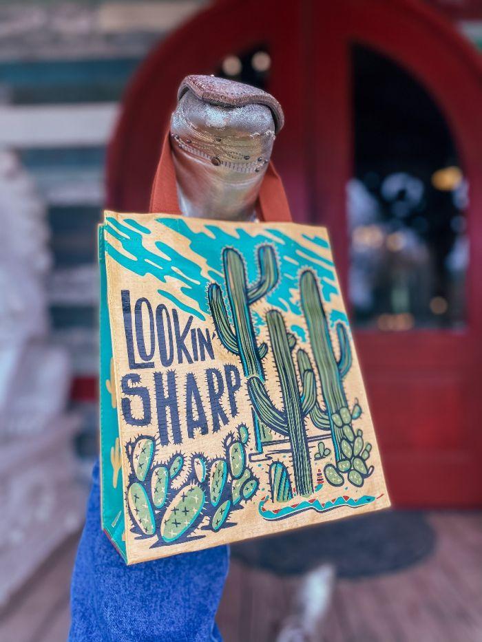 lookin' sharp daily tote