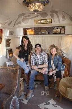 Dierks Bentley & the Junk GYpsies, jolie and amie sikes